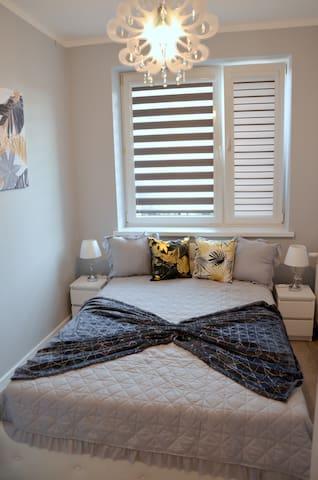 Sypialnia z bardzo wygodnym łóżkiem (140 cm szer.)