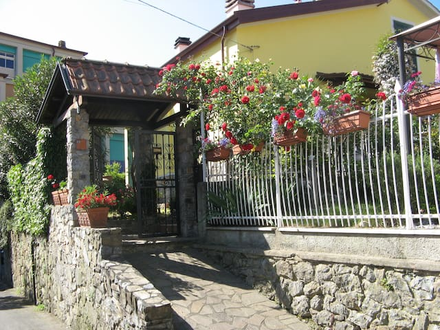 Guesthouse with garden in La Spezia