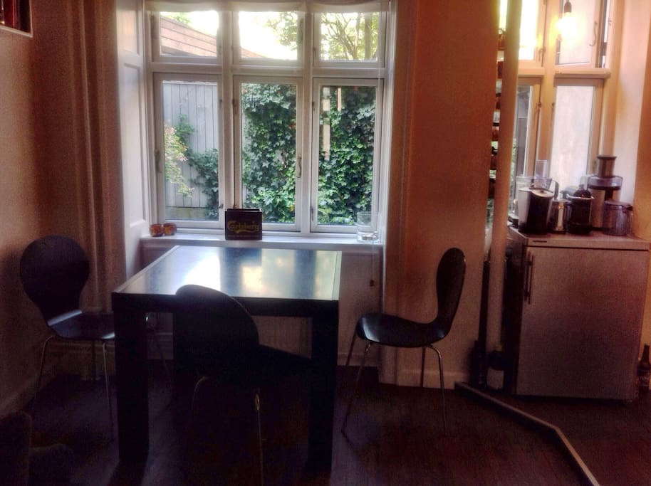 CPH is perfect for dining out, but you can also enjoy some take away or home cooked food at home in the living room with seats for 3 persons and a couch.