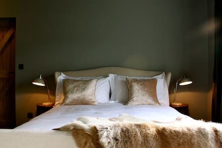 The Grey Room -luxurious & private - Bury St Edmunds - Bed & Breakfast