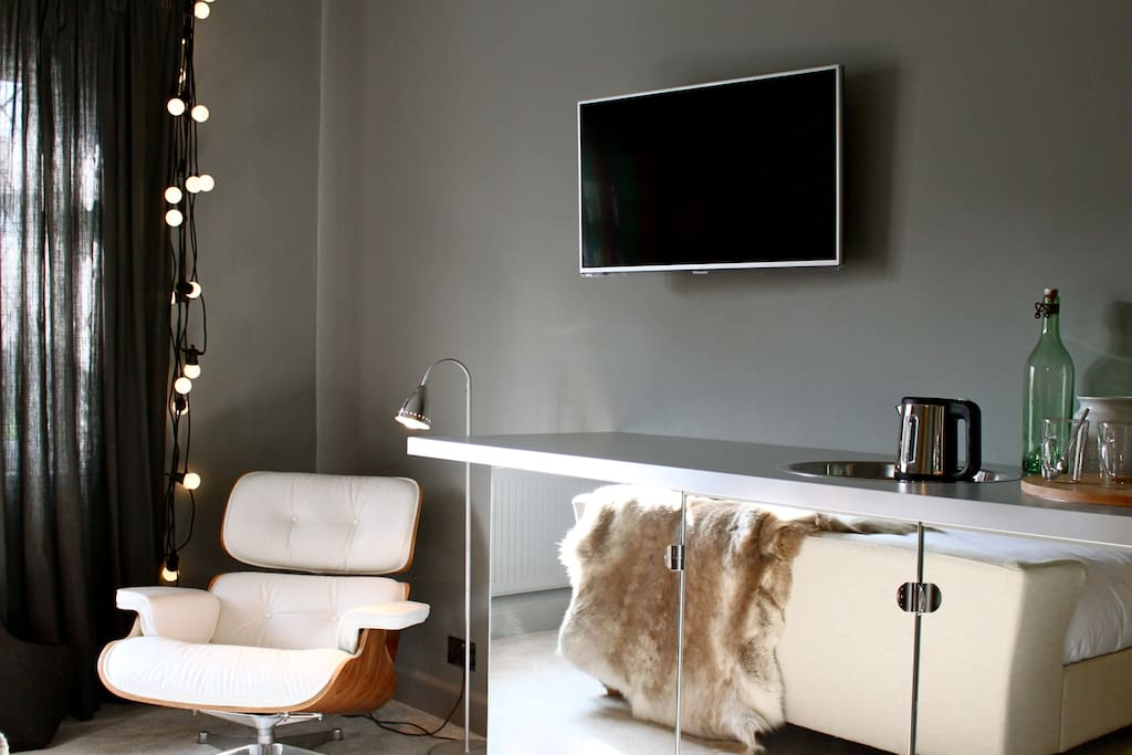Smart TV & essential festoon lights & mini kitchen
