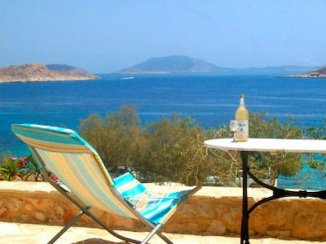 Beautiful villa on Ftenagia beach - Chalki - Dom