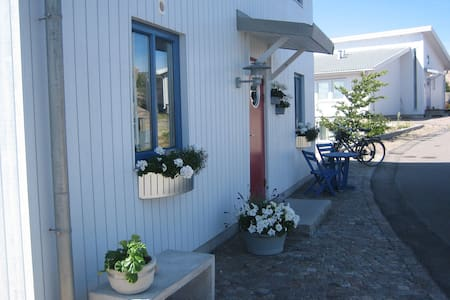Modern lägenhet med stor balkong och havsutsikt - Kungshamn
