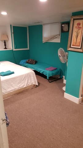 Private turquoise  painted room near D-town Denver