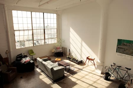 Room in artist loft! - Los Angeles