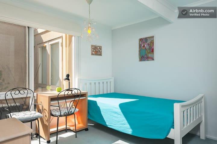 3 rooms available /Garden house /03 - 芒特韦弗利区 - Villa