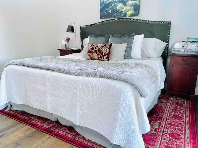 King sized Tempurpedic mattress