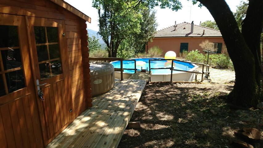 La piscina tra le querce