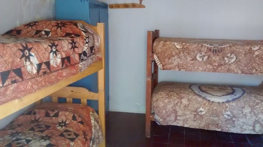 Eco Hostel Promo 4 personas - San Agustin de Valle Fertil - Bed & Breakfast