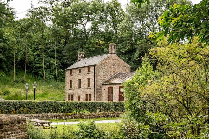 The Farmhouse at Gradbach Mill