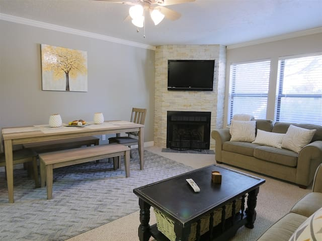 2+ bedroom condo includes Free WiFi and 4 TV`s - Close to Pineview, Snowbasin, Powder Mountain and Nordic Valley ski resorts