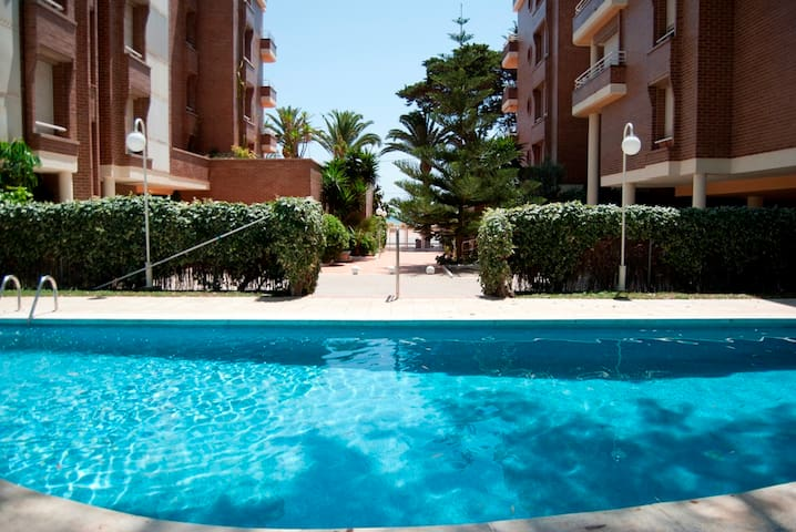 Apartment for 6 in first line of the beach - Torredembarra - Apartamento