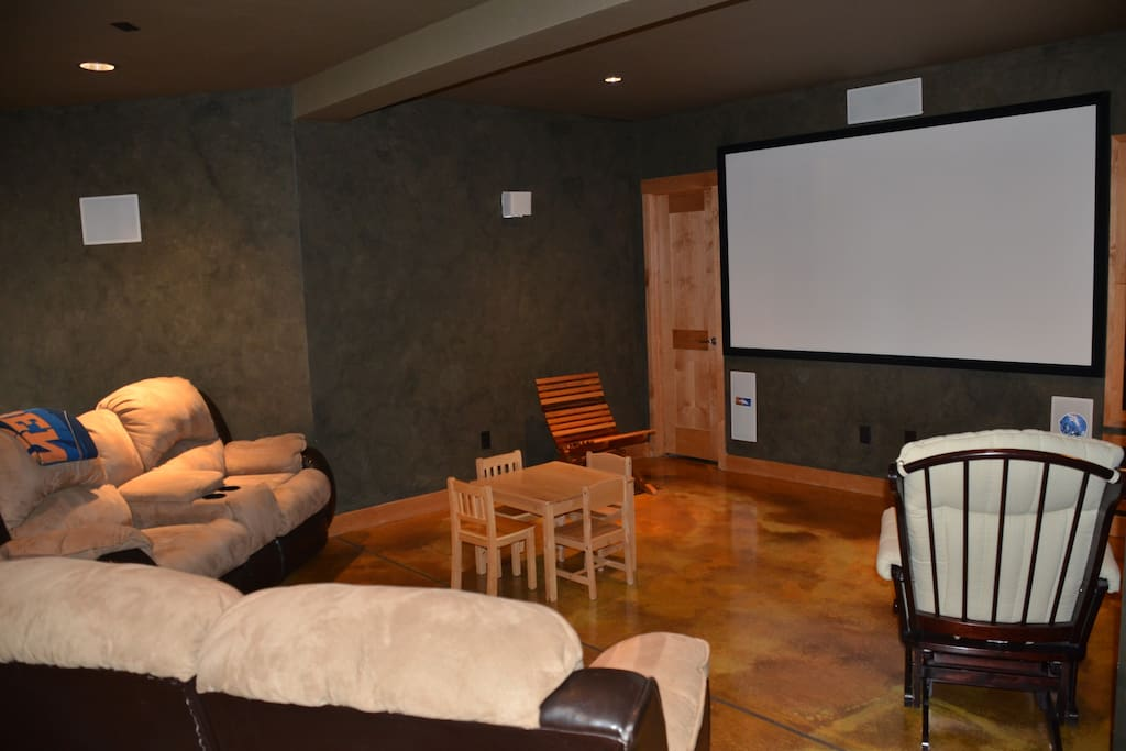 Entertainment area w/theatre room.
