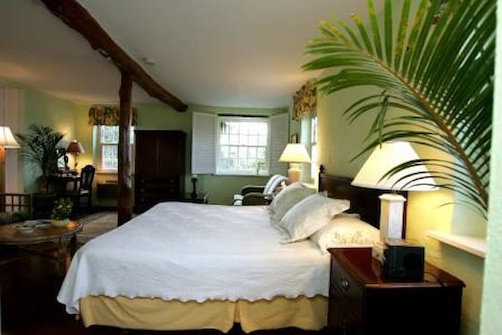 All four of the rooms in the main house have a water view and private bathroom.