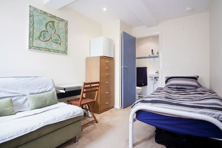 Self contained garden bedsit - Freshwater - Bed & Breakfast