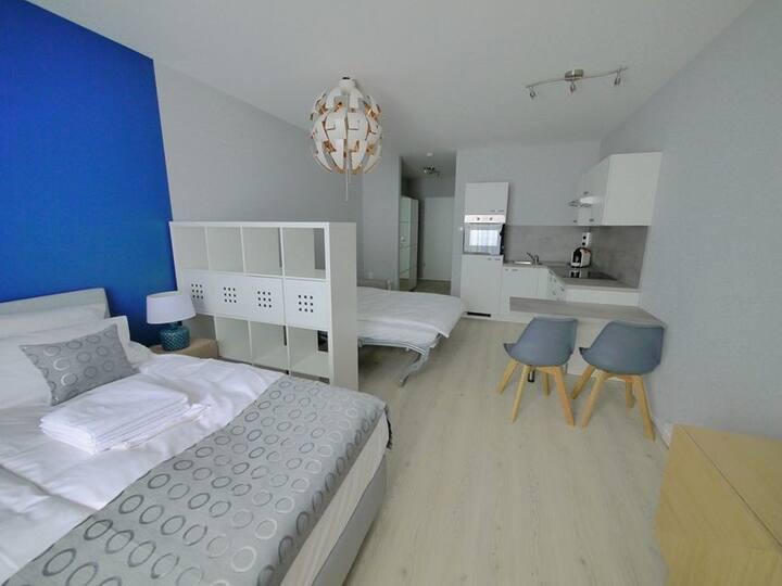 Blue River Side, (Blaustein), Doppelzimmer mit Dusche und WC, Terrasse