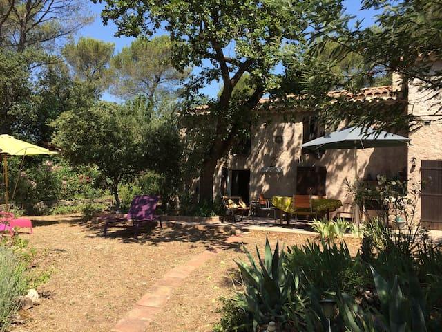 Charmante bastide dans l'arrière pays provençal - Puget-Ville - Villa