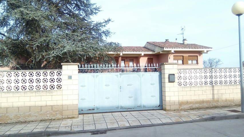 LA CASA DEL ABUELO CANDIDO