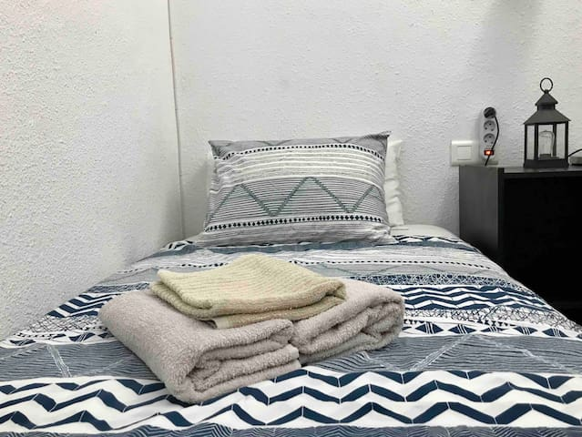 NICE SINGLE COZY ROOM CLOSE TO THE CENTER+WIFI