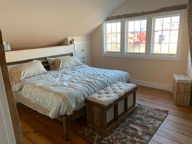 The Cozy Inn of Connecticut - King Bedroom