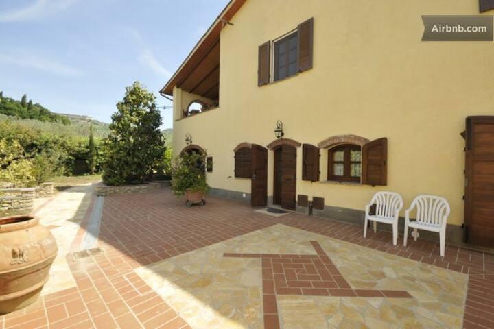Appartamento bilocale & piscina a Volterra