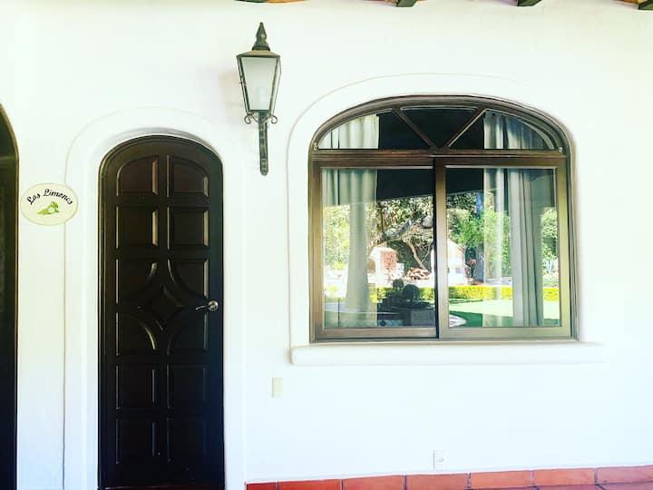 """Habitación """"Los Limones"""" Casa Caroline Bella"""