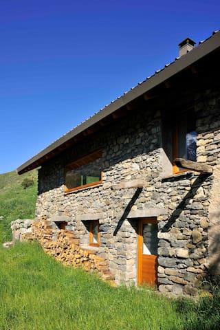 Chalet en pierre rénové