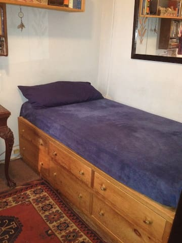 Cozy Private Room Upper West Side - with Deck!