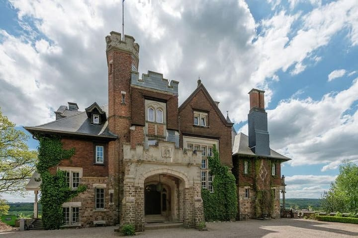 Chateau de Balmoral Wedding suite
