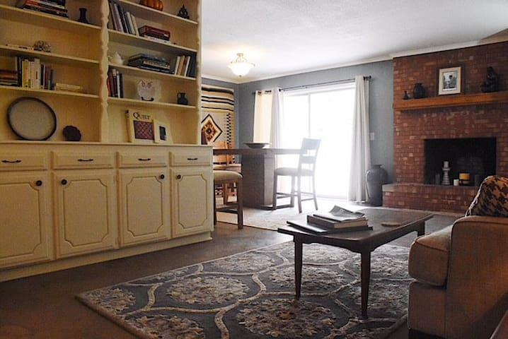 Santa Fe Suite- private duplex in OKCity FAB House