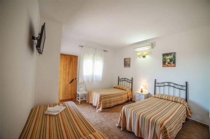Hostal El Levante - Triple sin terraza, baño privado - Tarifa estandar