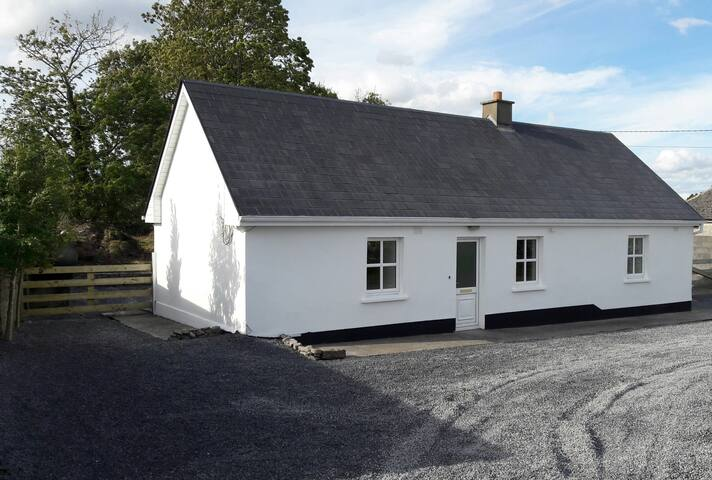 NEW Stylish Bright and Spacious - Mayfly Cottage - Headford - House