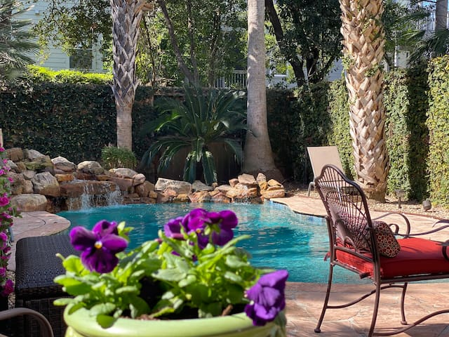 Zen Oasis with Heated Pool in Central Houston