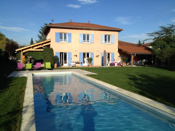 Maison avec jardin & grande piscine