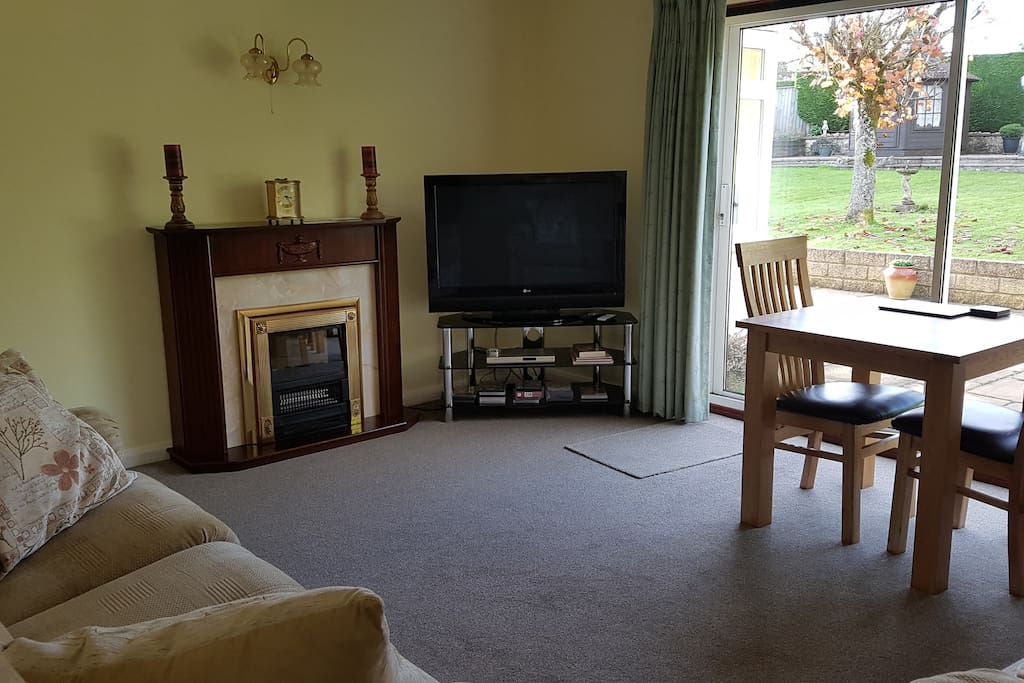 Guests private  lounge with tv and DVD player + dvd.s