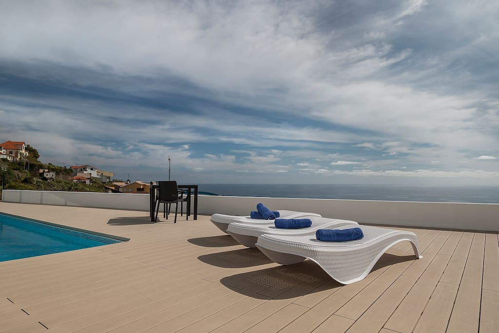 swimming pool with sea view and private.