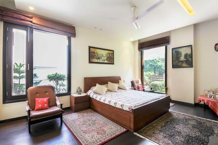 Luxurious room in leafy neighborhood @Vasant Vihar
