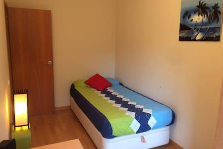 Convenient Room at 30 min train from Barcelona - Rubí - 公寓