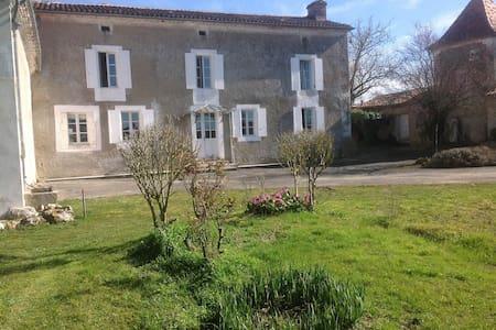 Restored farmhouse in the Dordogne - Festalemps