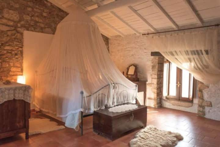 Suite Room with terrace in antico casale,