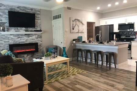 NEW GORGEOUS UPDATED CONDO- 1 MILE TO THE BEACH !!