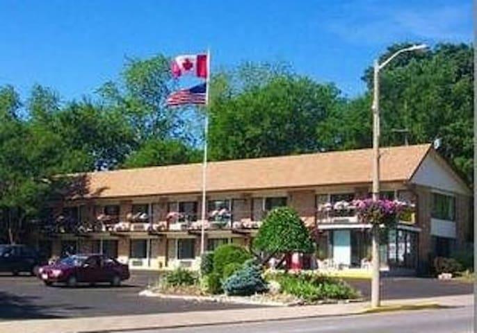 A Beautiful Inn in Niagara Falls (NDD7)