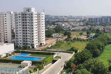 Entire 3 BHK Cozy Apartment Swimming Pool View !