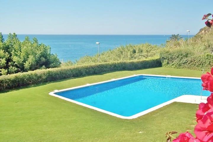 Élégante maison de vacances à Sant Pol de Mar avec piscine