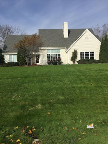 Lake Country Home near US Open at Erin Hills - Nashotah - Hus
