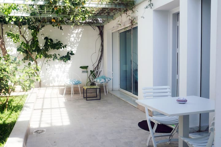 Modern maisonnette with little garden, El Menzah 1