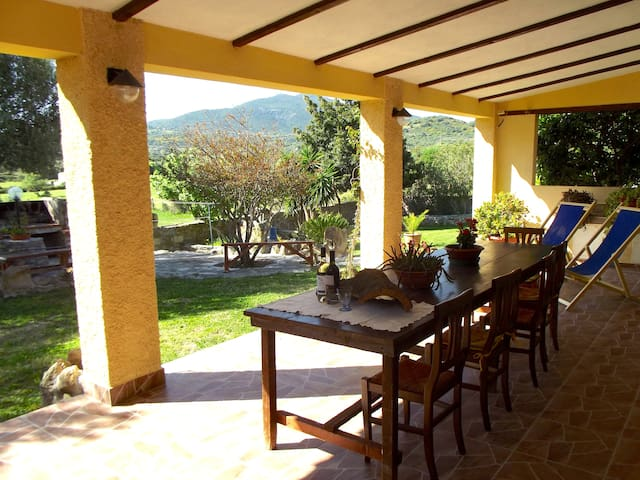 A restful haven hidden in the countryside - Olbia - Casa