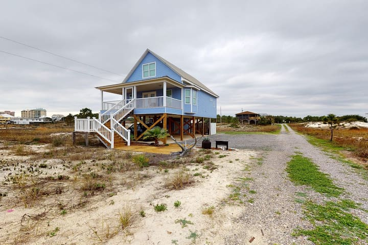Spacious, dog-friendly house near the beach w/ views of the Gulf & free WiFi!