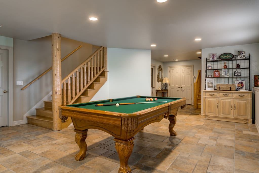 Enjoy a game of pool in the entertainment room.