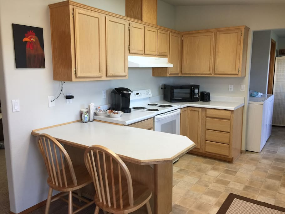 Fully Equipped Kitchen with Eat In Bar